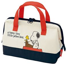 68c40b1caec7d4 Skater Cooler Lunch Bag M Snoopy Peanuts 15 Thermal insulated lunch bag  Materials  polyester (outside and handles) Features  interior pocket and do  not wash