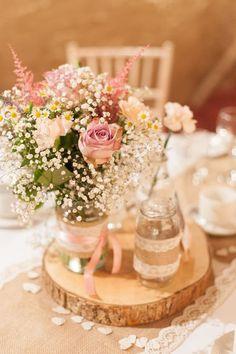 見ているだけで幸せになる♡ピンクのお花がメインの〔ゲストテーブル装花〕10選*にて紹介している画像