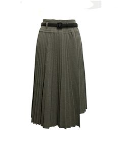 Il by Saori Komatsu green grey skirt  Green grey skirt with leather belt and removable under skirt  Composition: 60% alpaca 40% silk Under skirt 100% polyester Belt: calf leather  Made in Japan