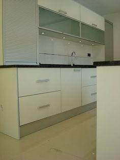 #diseño de #cocinas Diseño de cocinas en Getafe (Madrid) blanco encimera granito negro intenso cocina con isla #madrid #getafe
