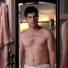 It's our David pic of the day. Grimm Season, Nick Burkhardt, David Giuntoli, Cold Case, Reality Tv Shows, Greys Anatomy, American Actors, Picture Show, Mtv