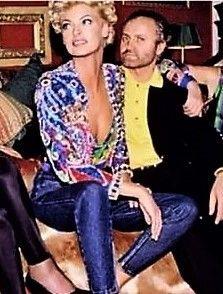 Linda & Gianni Versace 1991 Casa Versace, Versace Miami, Gianni And Donatella Versace, Gianni Versace, Italian Fashion Designers, Linda Evangelista, Top Models, International Fashion, Uber