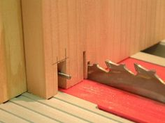 Super-Simple Box Joint Jig by Suwat Phruksawan. Uses standard tablesaw blade. No dado needed.