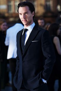 Mr. Cumberbatch in an impeccable Spencer Hart suit. Tailored to perfection, so classic. Gorgeous :)