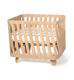 As it is likely that you will keep your MUKA bed for a very long time, we wanted it to be beautiful! Made of birch plywood with oak veneer, its design is in line with the movement of Vegetal Design…