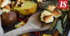 Perunasta saa monipuolisesti erilaista ruokaa. Vegan Treats, Vegan Foods, Pesto, Baked Potato, Potato Salad, Recipies, Potatoes, Baking, Ethnic Recipes