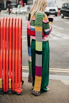 Street Style: look e tendenze alla London Fashion Week Autun.- Street Style: look e tendenze alla London Fashion Week Autunno Inverno 2019 2020 - Cool Street Fashion, Street Chic, London Fashion, New York Fashion, Knitting Accessories, Knit Fashion, Street Style Looks, Mode Style, Bunt