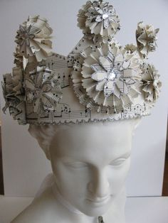 Paper Crown Princess or Queen by VintageDiana on Etsy Cake Templates, Paper Crowns, Diy Crown, Vintage Princess, Tiaras And Crowns, Crown Jewels, Paper Art, Music Paper, Cut Paper