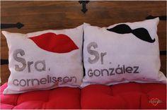 Malonsilla Artesanía - Cojines personalizados para regalo de boda -- Sr. y Sra. - Hechos a mano. - Sólo 19,50€ el conjunto. - Pedidos al email: malonsilla.artesania@gmail.com #amor #novios #reciéncasados #vivanlosnovios