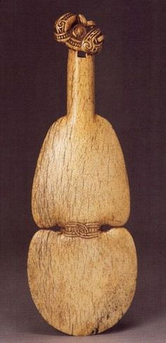 This article aims to help the reader understand and distinguish the different types of Maori Weapons. To understand Maori weapons and their intended specialized functions. Polynesian People, Polynesian Art, Polynesian Tattoos, Maori Words, Maori Tribe, Maori Art, Archaeological Finds, Bone Carving, Ocean Art