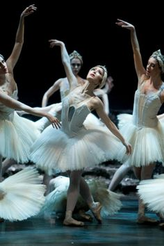 Ballerina Nao Sakuma in Swan Lake - Birmingham Royal Ballet - Photo by Bill Cooper