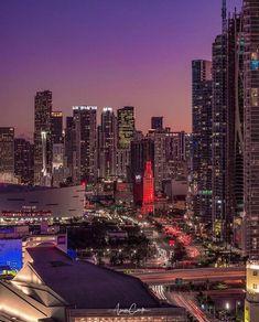 Downtown Miami at night by Aaron Carter by miamifeelings.com miami florida miamibeach sobe southbeach brickell Miami miamifeelings