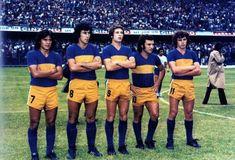 Image Foot, Football Memorabilia, World Football, Vintage Football, Soccer, Running, Yellow Pants, Soccer Pictures, Futbol