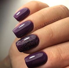 False nails have the advantage of offering a manicure worthy of the most advanced backstage and to hold longer than a simple nail polish. The problem is how to remove them without damaging your nails. Plum Nails, Purple Nail Polish, Fancy Nails, Cute Nails, Pretty Nails, My Nails, Purple Shellac Nails, Glittery Nails, Dark Purple Nails