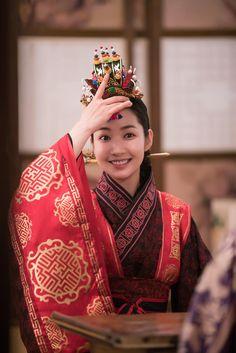 Park Min-young as Queen Dan-kyung Korean Hanbok, Korean Dress, Korean Outfits, Park Min Young, Korean Celebrities, Hollywood Celebrities, Korean Actresses, Korean Actors, Queen For Seven Days