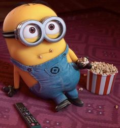 minion watching despicable me lol and eating popcorn which movie will he watch next Cute Minions, Minions Despicable Me, My Minion, Minion Movie, Minion Stuff, Minions Minions, Minion Banana, Funny Minion, Image Minions