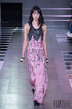 Louis Vuitton - Spring Summer 2016 Ready-To-Wear - Shows - Vogue. Paris Fashion Week 2015, 2016 Fashion Trends, Runway Fashion, Spring Fashion, Fashion Show, Fashion Outfits, Fashion Design, Louis Vuitton, Kaftan