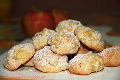 I Biscotti alle mele sono una deliziosa alternativa da suggerire ai nostri bimbi per colazione o merenda.Molto leggeri e delicati.