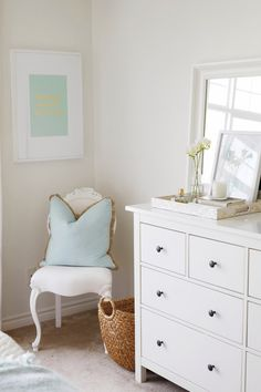 Side cabinet / coffee table decor ideas. Tray / candle / books