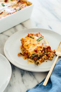Seriously the best veggie lasagna! This meatless lasagna recipe is packed with bell pepper, zucchini and carrots, sautéed until golden on the edges.