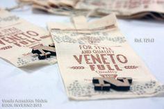 Veneto Acessórios Têxteis - etiqueta cos, etiqueta interna, tag, patch termocolante, guipures, filigrana, toy, button, golas, colarinho, laços, chaveiros, puxador de zipper, bordado, laser, estamparia, strass, relevo, moda, jeans, design, personalizado, metalizado, silk, foil, queima, dryoffset, offset, ilhos, rebite, cordao, fita, estampa, blumenau, santa catarina, brasil, tendencia, verao, inverno, 2014, 2015, 2016, 2017, 2018, 2019, 2020
