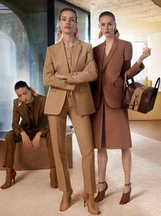 Linen Tailored Jacket in Flaxseed - Burberry United States Burberry, Fashion Outfits, Womens Fashion, Fashion Trends, Fashion Boots, Shades Of Beige, Mode Chic, Tailored Jacket, Jackett