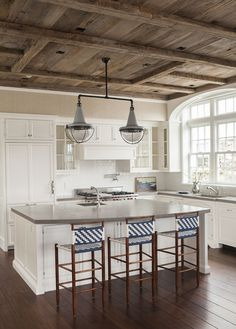East Coast House with Blue and White Coastal Interiors - Home Bunch Interior Design Ideas Rustic Kitchen, New Kitchen, Kitchen Decor, Kitchen White, Kitchen Island, Vintage Kitchen, Kitchen Countertops, Kitchen Ideas, Wood Ceilings