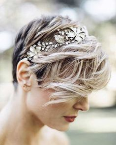 31 Wedding Hairstyles for Short to Mid Length Hair Looking for a way to wear your hair for the big day? Check out these 31 wedding hairstyles for short to mid length hair for inspiration! Elegant Wedding Hair, Wedding Hair And Makeup, Trendy Wedding, Hair Makeup, Chic Wedding, Short Hair Cuts, Short Hair Styles, Pixie Cuts, Bride Short Hair