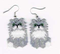 Les boucles d'oreilles de chat de persan gris perlé main
