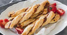 Unsere Pizzastangen sind der ideale Partysnack. Die Zubereitung ist total einfach und innerhalb 15 Minuten sind die Stangen schon im Ofen. Snacks Für Party, Quiche, Carrots, Buffet, Baking, Vegetables, Eat, Ethnic Recipes, Sissi