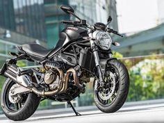 A Ducati anunciou a chegada da Monster 821 Dark ao Brasil. Como o nome do modelo denuncia, trata-se de uma versão da naked pintada na cor preta fosca. O preço de lançamento é de R$ 45.000 – contra ...