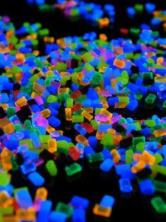 1kg Schwarzlicht Acrylglas-Granulat Bunt  #blacklight #schwarzlicht #neon #psy #deco #glow #pellets #resin #granules