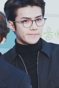 Sehun - 160217 5th Gaon Chart K-POP Awards, red carpet Credit: 디벨로. (제5회 가온차트 케이팝 어워드)
