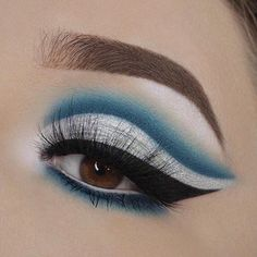 Ice queen ❄️ Product details:  Brows - @anastasiabeverlyhills Medium brown dipbrow pomade  Eyeshadow - @morphebrushes 35B and 35U palettes  Liner - @tartecosmetics Clay pot liner in black  Waterline - @makeupgeekcosmetics Full spectrum eyeliner in obsidian and @tartecosmetics Clay pot waterproof liner in white  Mascara - @tartecosmetics Tartiest lash paint  Inner Corner and Brow Bone - @anastasiabeverlyhills Moonchild in blue ice  Lashes - @lapaigetrends Emerald lashes  Brushes…