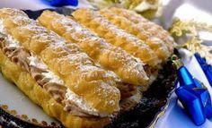 Vynikající kaštanové zákusky. V kombinaci se šlehačkou jsou neodolatelné. Hot Dog Buns, Hot Dogs, Ice Cream Candy, Czech Recipes, Eclairs, Churros, Cake Cookies, No Bake Cake, Nutella