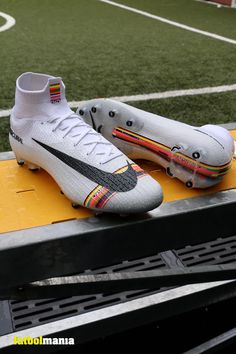 Indoor Soccer Cleats, Girls Soccer Cleats, Nike Cleats, Football Cleats, Shaolin Soccer, Adidas Soccer Boots, Nike Football Boots, Soccer Outfits, Soccer Equipment