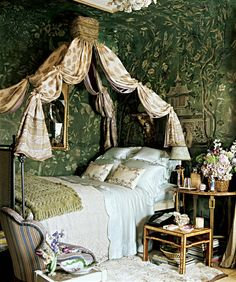 Early 19th century French empire bed, chinoiserie wallpaper. Slatkin