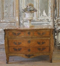 Antique French Chest with Beautiful Inlays from Full Bloom Cottage Country Style Living Room, French Country Bedrooms, French Country Cottage, French Country Style, Country Life, Shabby Chic Bedroom Furniture, Shabby Chic Living Room, Country Furniture, Cottage Furniture