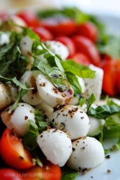 Try this Caprese Salad Recipe, it's deliciously healthy. It's easy to make and the caprese salad dressing makes it even better. #laurenslatest #healthymeals #capresesalad