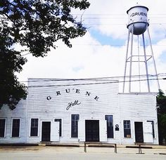 Gruene Hall / City Guide: Gruene, Texas • Texas & US Roadtrip Destinations / Weekend Getaways