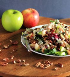 Wendy's Apple Pecan Chicken Salad, a big delicious salad filled with tons of flavors and full of crunch!!