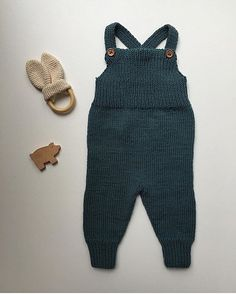 New Ideas Knitting Baby Dungarees Overalls Baby Boy Knitting Patterns, Knitting For Kids, Knit Patterns, Knitting Ideas, Baby Dungarees, Kids Overalls, Knitted Baby Clothes, How To Purl Knit, Stockinette