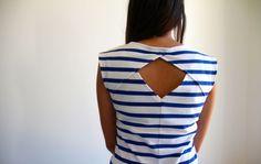 Belladone transformé en top, jersey blanc rayures bleu et biais doré en bas. J'adore! By sandra' hands