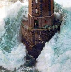 This is a famous photo taken by Jean Guichard in The picture shows a man standing on a lighthouse while a massive wave crashes into the structure. The lighthouse, named Phares dans la Tempete, la Jument, is located near Brittany, France. Cool Pictures, Cool Photos, Beautiful Pictures, Amazing Photos, Ww2 Pictures, Pictures Images, Funny Photos, Lighthouse Photos, Lighthouse Keeper