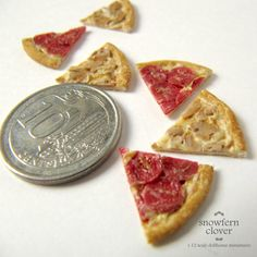 Snowfern Clover - miniature foods 1:12, 1:24 & 1:48 dollhouse scale: Miniature Pizza slices and more butter cookies in 1:12 scale
