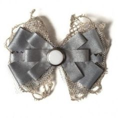 I have a reflector bow almost like this attached to an ivory winter coat. Crafts To Do, Hobbies And Crafts, Arts And Crafts, Diy Crafts, Felt Fabric, Fabric Scraps, Diy Clothes Accessories, Cute Diys, Handmade Design