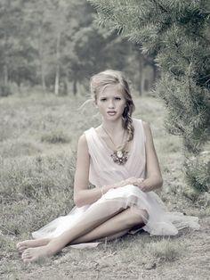 Senior picture idea for girl in nature. Nature senior picture idea for girl in beautiful, grassy field.