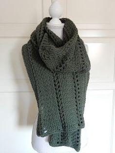 Voor het haken van deze sjaal koos ik voor een wat stoerdere kleur. Ik heb gehaakt in de granietsteek. Voor een luchtiger effect heb ik... Crochet Wool, Crochet Poncho, Crochet Scarves, Diy Crochet, Poncho Shawl, Scarf Hat, Fresco, Diy Fashion, Marie