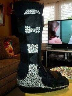 If I have to wear a walking boot, I will *absolutely* Bedazzle the shit out of it.