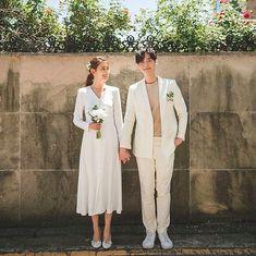 Elegant and All Natural 37 Korean Wedding Photos to Make Marriage Plans Next Summer Pre Wedding Photoshoot, Wedding Poses, Wedding Shoot, Wedding Couples, Wedding Ceremony, Korean Wedding Photography, Couple Style, Civil Wedding, Modest Wedding Dresses